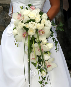 Flower Bouquets on Cascading Wedding Bouquets